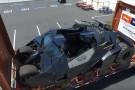 Niezwykły załadunek batmobila w porcie Los Angeles (wideo)