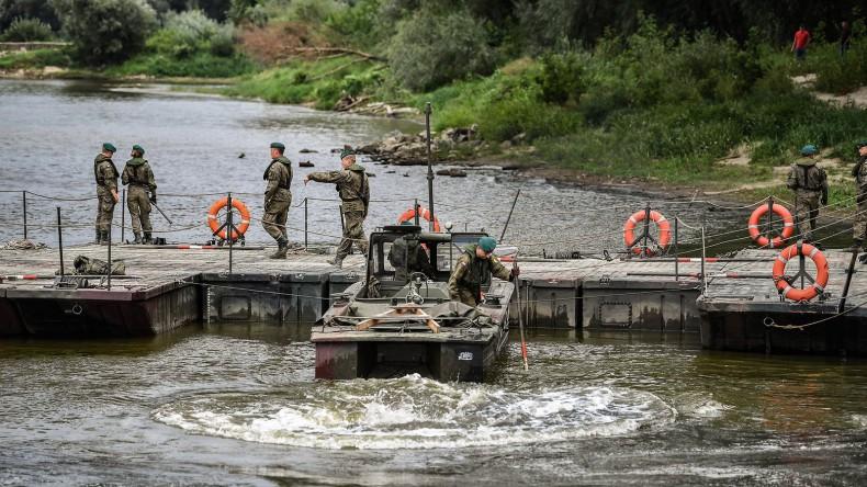 Wojsko wybuduje most pontonowy na Wiśle  - GospodarkaMorska.pl