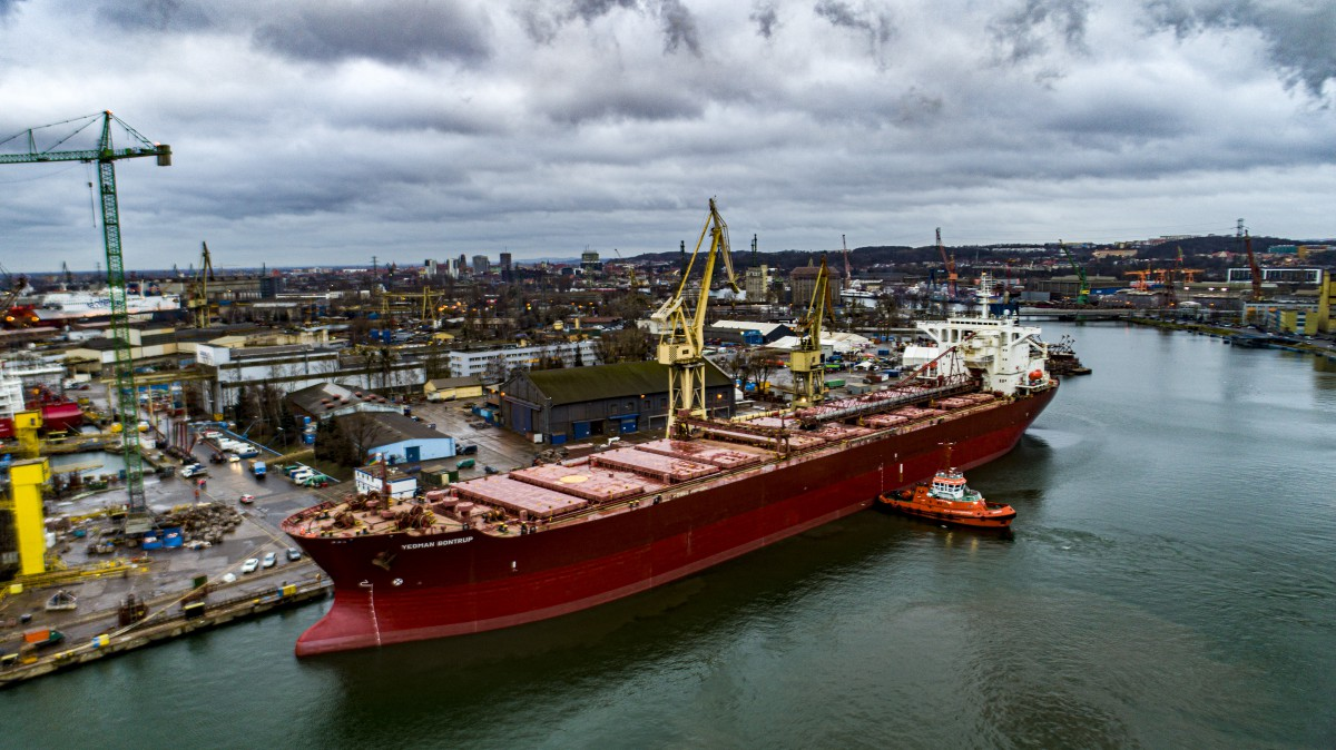 One of the largest self-unloading bulk carriers in the world has undergone renovation at the Gdańsk Remontowa shipyard (photo, video)
