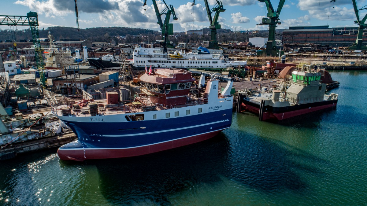 Safe shipyard launched a trawler and hull for a tug [photo, video]