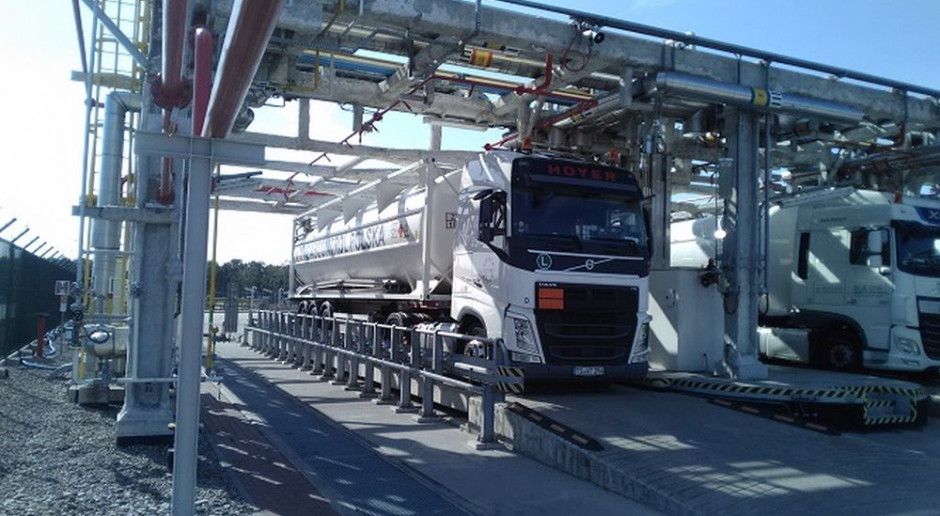First LNG truck loading operation performed by PGNiG in Lithuania