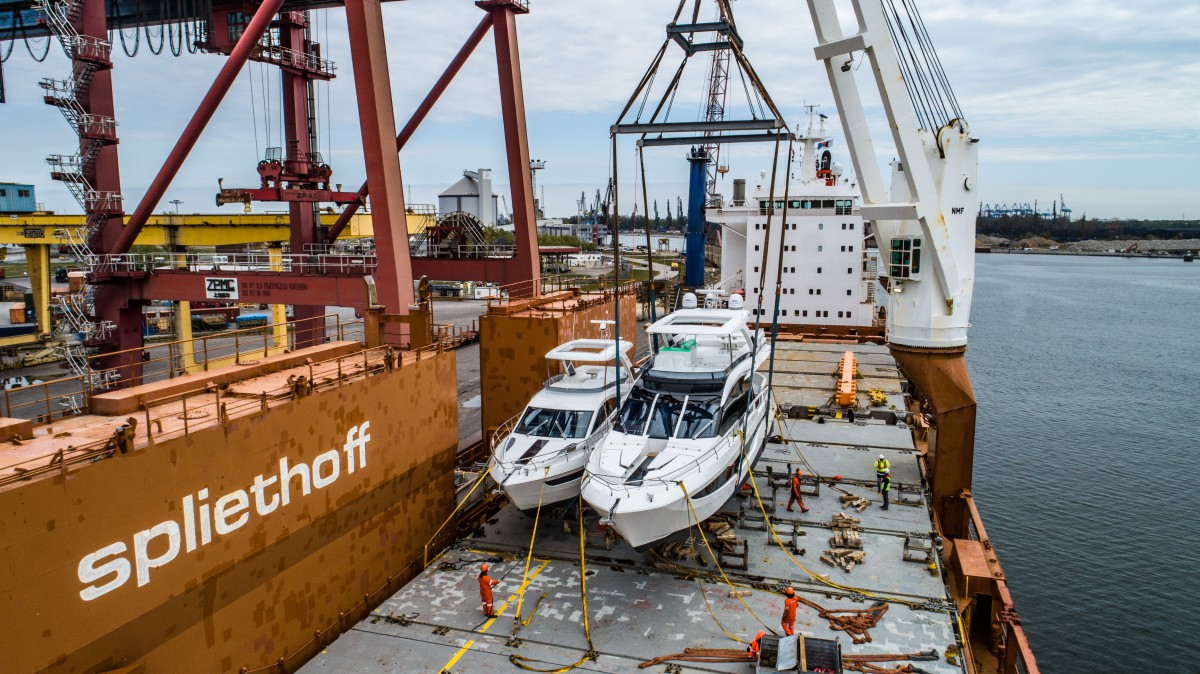 Loading Galeon yachts at the Port of Gdansk (video)