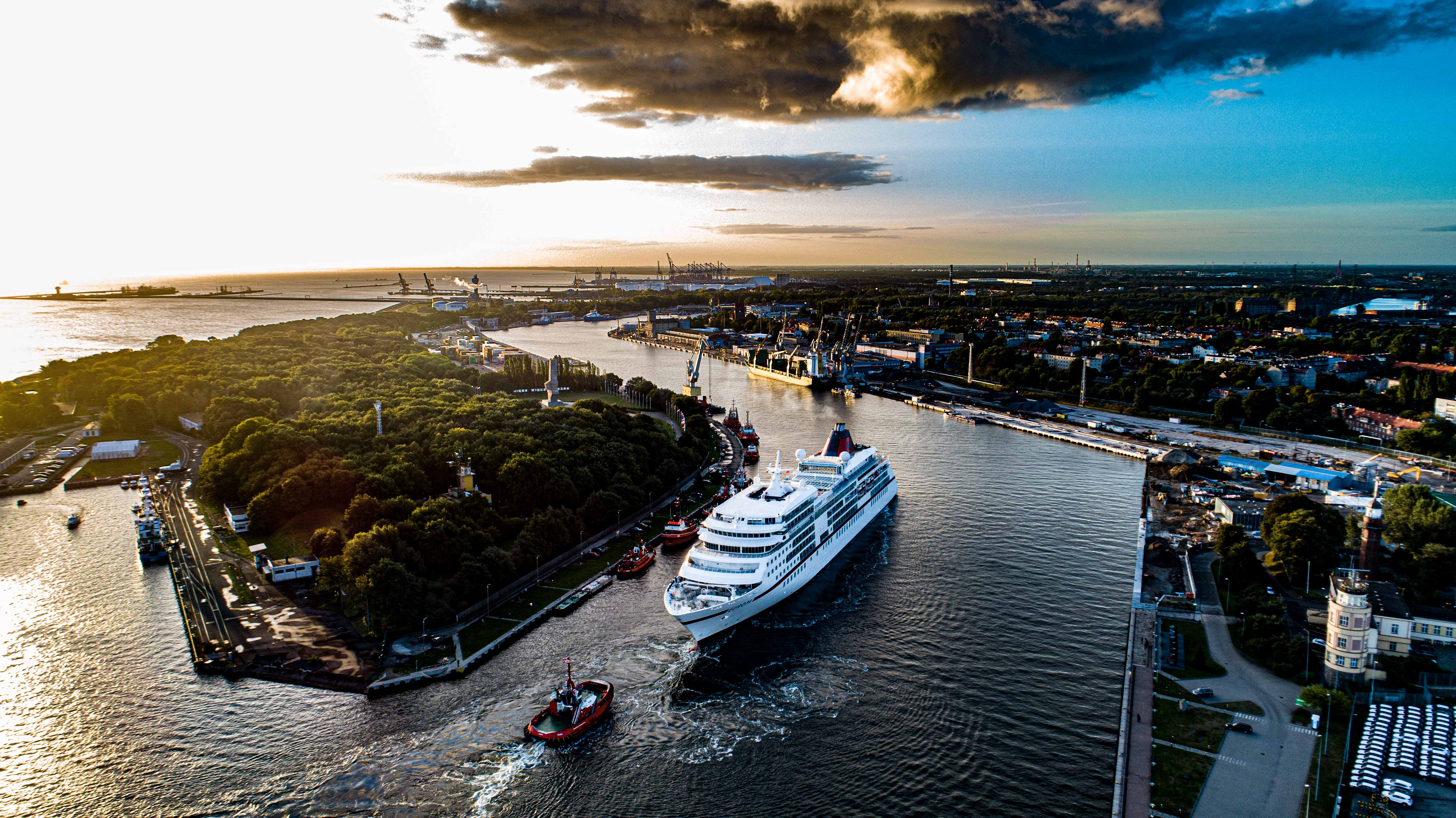 The first cruise ship of the season at the Port of Gdansk