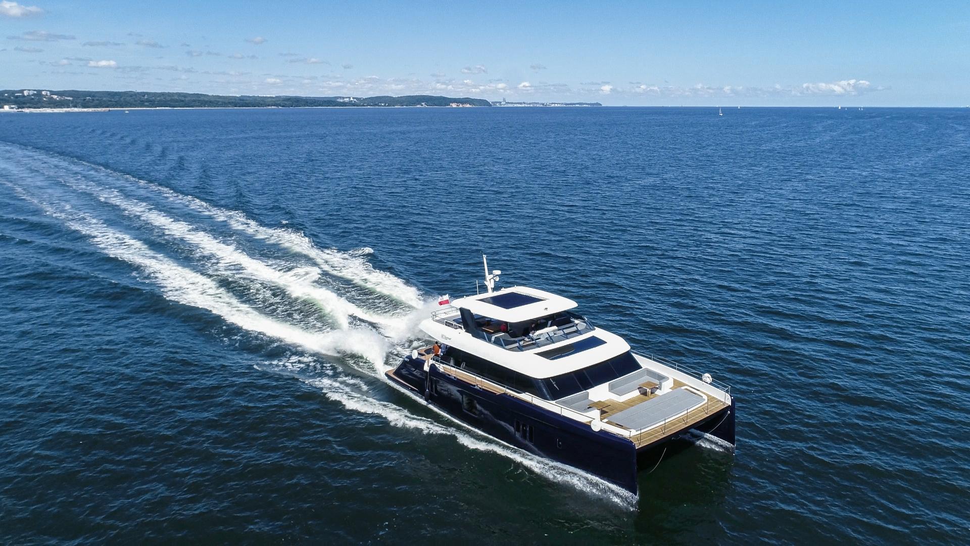 Poweras: modern technologies on luxury catamarans (photo, video)