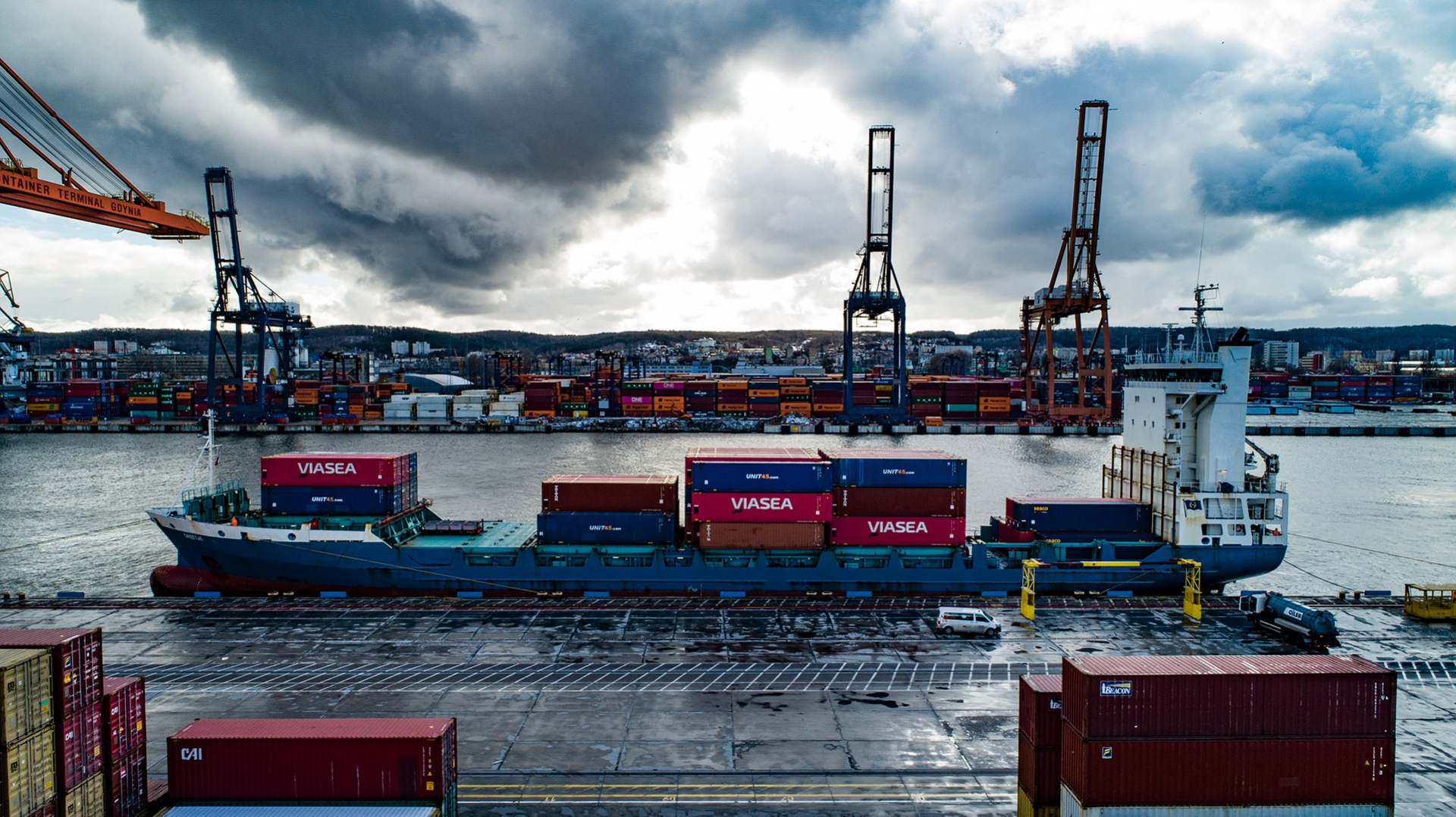 Port of Gdynia – Calling of New Viasea container line first ship [photo, video]