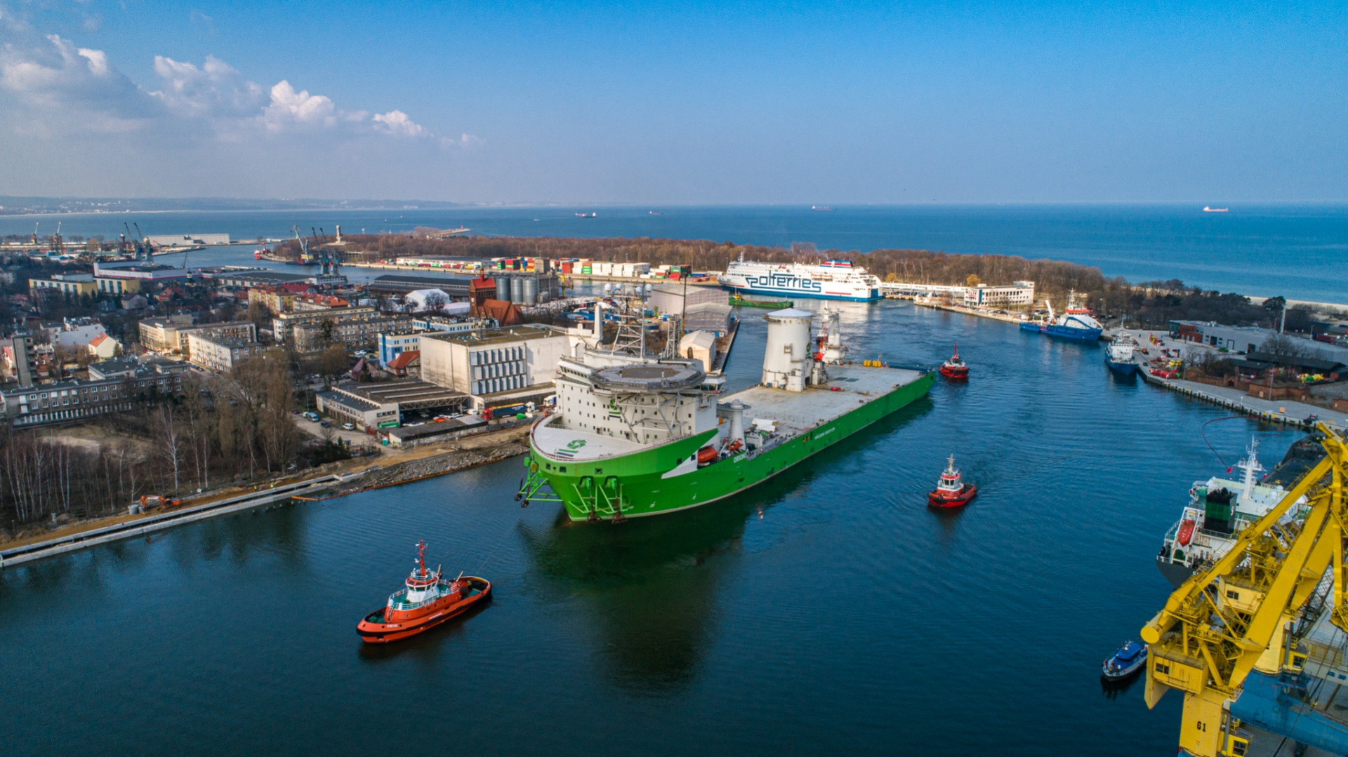 Orion I - offshore colossus entered the Port of Gdansk after accident involving one of the largest cranes in the world