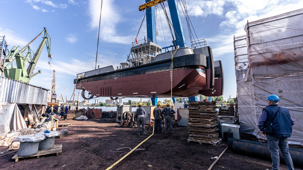 Safe Shipyard. See the launch of the tug for Damen Hardinxveld [VIDEO, PHOTOS]