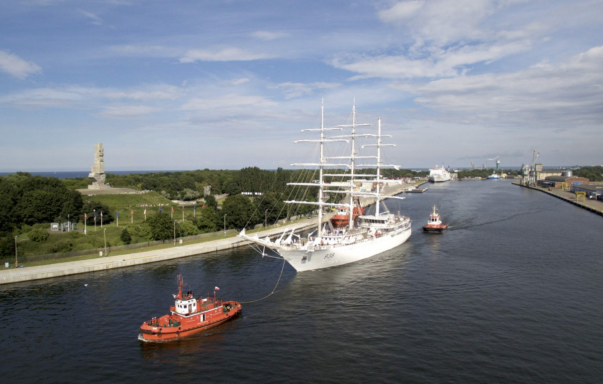 A modern sailing ship for Algerians sailed from Gdansk to sea trials