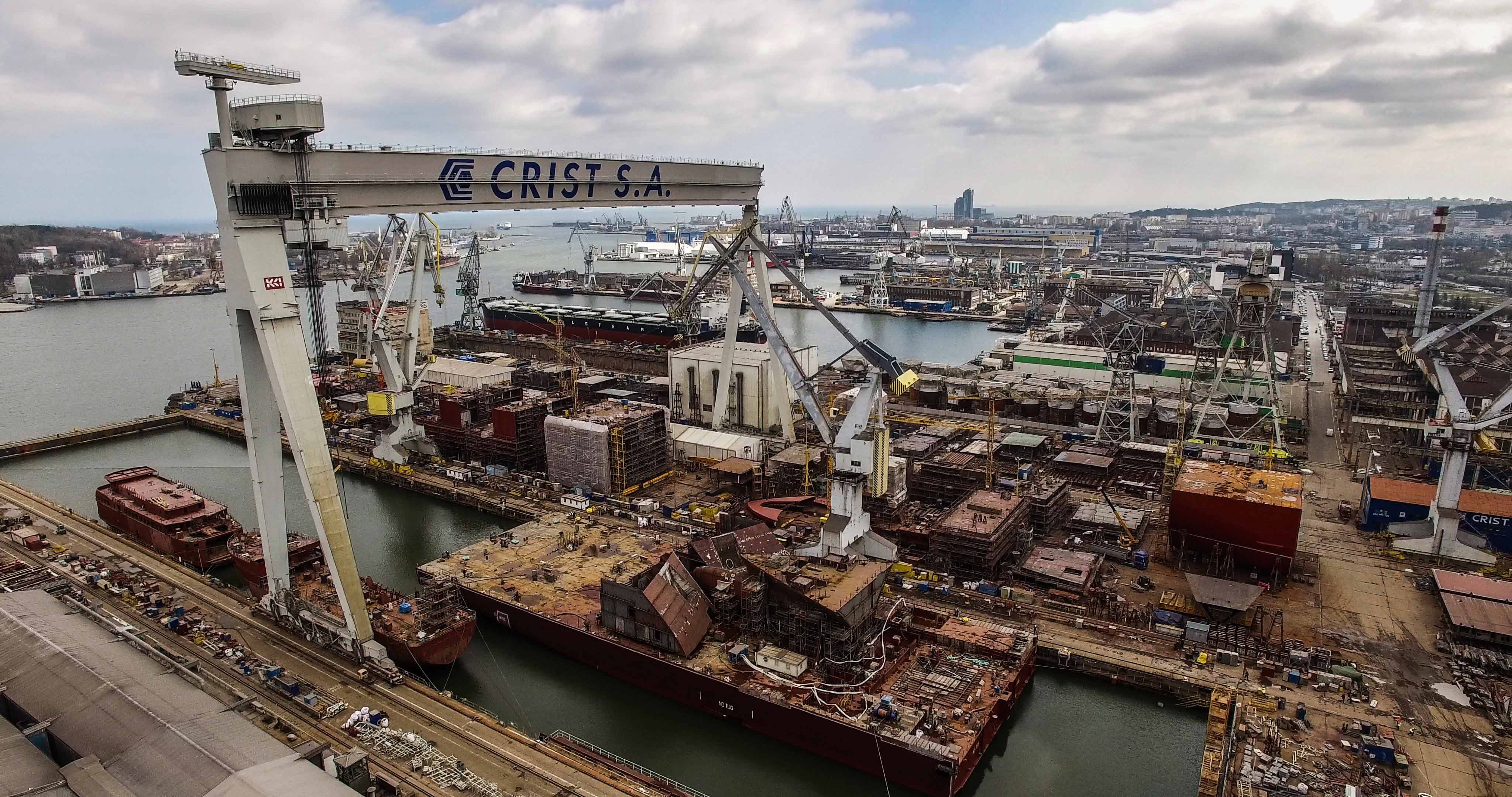 Megablock for passenger ship left Crist shipyard [foto, video]