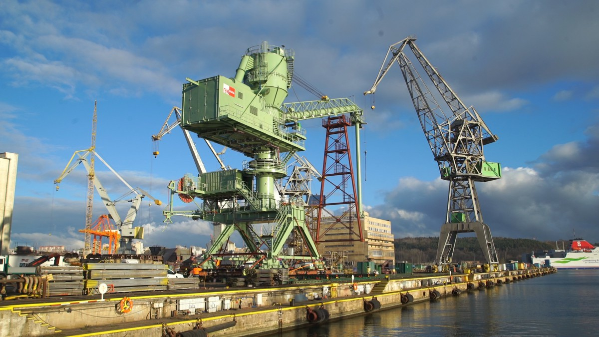 Gigantic vacuum ship unloader departed from Polish shipyard (photo, video)