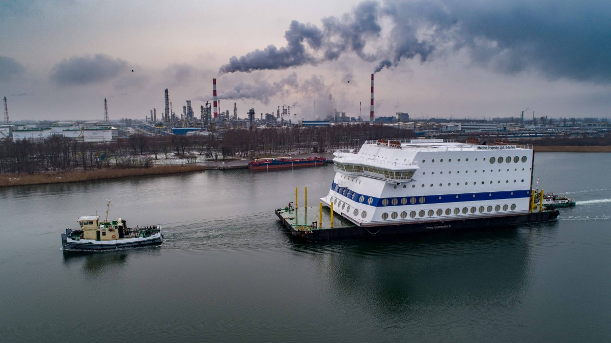 The bow part of the huge superstructure sailed out of Polish shipyard (photo, video)