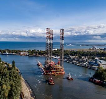 Przebudowana platforma Petrobaltic opuściła Gdańsk (foto, wideo)