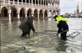 Włochy: Woda w Wenecji zaczęła opadać po trzeciej powodzi w tym tygodniu