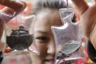 Okrutna moda w Chinach. Breloczki z żywymi zwierzętami (foto, wideo)