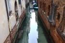 Krystalicznie czysta woda w weneckich kanałach (foto,video)