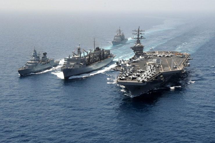 7d178d13e9d61 Lotniskowce są potężnymi machinami wojennymi, ze względu na swoje rozmiary  są one jednak dość wrażliwymi okrętami, a w przypadku konfliktu ich  zniszczenie ...