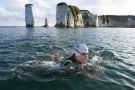 Meduzy i rekiny spowalniają Brytyjczyka płynącego wpław przez Atlantyk