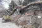 Dziwnówek: Sztormy odsłoniły zimnowojenne bunkry na bałtyckiej plaży (foto)