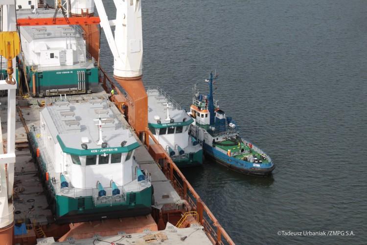 Polska firma zbudowała specjalistyczne barki dla Kanadyjczyków - GospodarkaMorska.pl