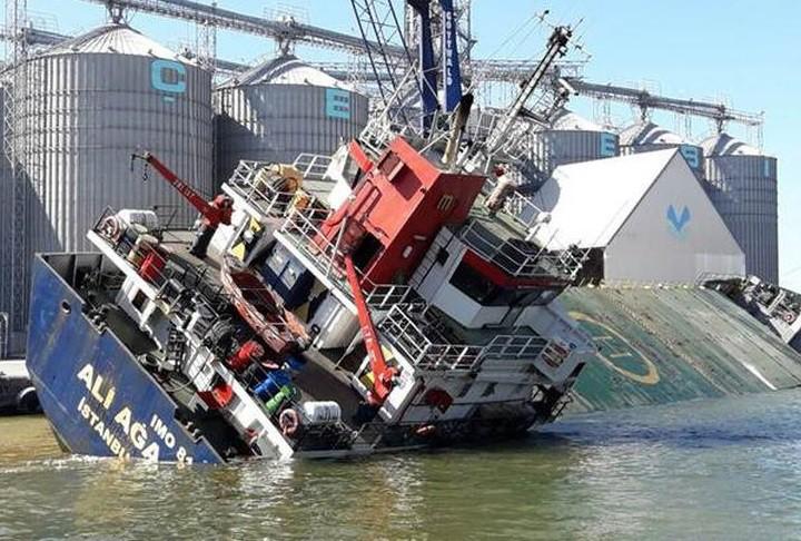 Zatonął statek w tureckim porcie - GospodarkaMorska.pl