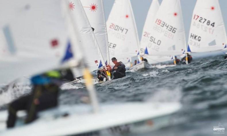 Juniorzy walczą o zwycięstwo w klasie Laser Radial - GospodarkaMorska.pl