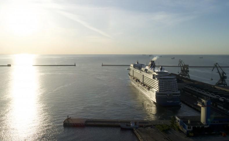 Spektakularny Mein Schiff 1 w Gdyni (foto, wideo) - GospodarkaMorska.pl