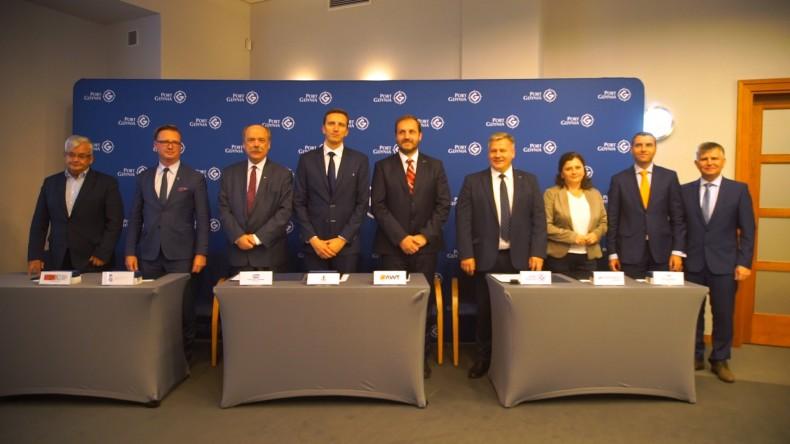 Nowi członkowie Porozumienia o Współpracy Operatorów Terminali Przeładunkowych i Centrów Logistycznych Europy Środkowo-Wschodniej (foto, wideo) - GospodarkaMorska.pl