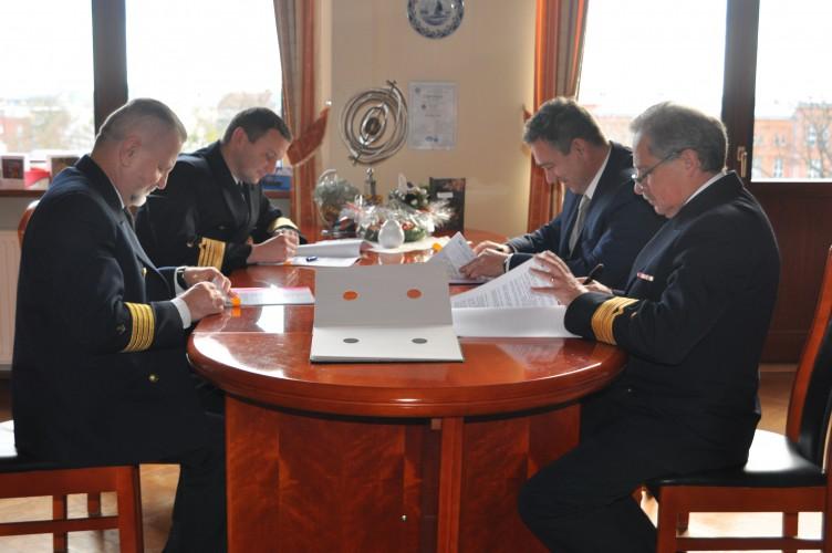 Podpisano umowę na projekt i budowę jednostek pływających dla Szczecina - GospodarkaMorska.pl