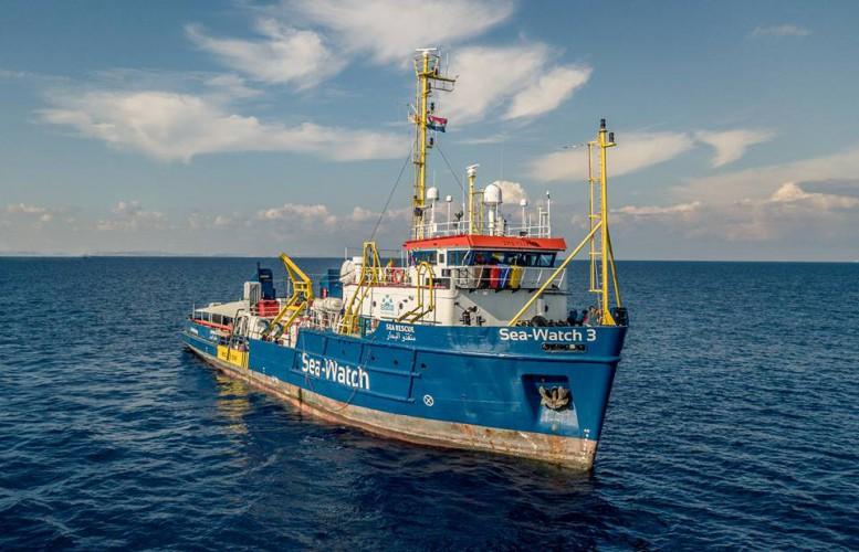 Litwa przyjmie pięciu uchodźców ze statku Sea Watch - GospodarkaMorska.pl