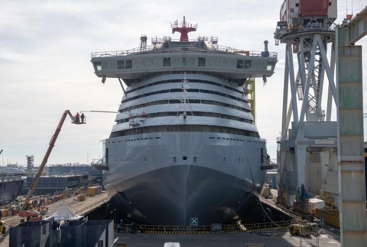 Fincantieri zwodowała wycieczkowiec Scarlet Lady. Jednostka powstaje dla armatora Virgin Voyages - GospodarkaMorska.pl