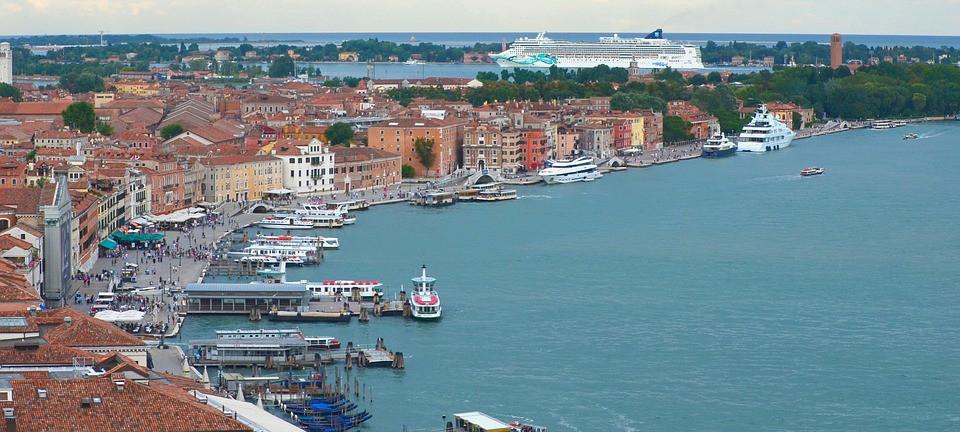 Włochy: Zakaz plastikowych konfetti podczas karnawału w Wenecji - GospodarkaMorska.pl