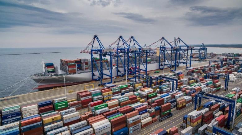 Morawiecki o zakupie DCT Gdańsk: dzięki tej inwestycji będziemy wzmacniać pozycję Polski w światowym handlu - GospodarkaMorska.pl
