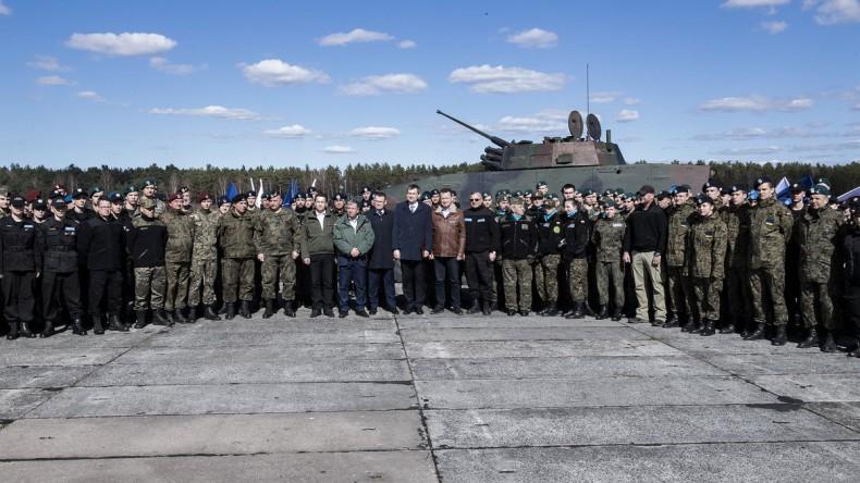 Błaszczak: Cieszę się, że klasy mundurowe są tak popularne wśród młodzieży - GospodarkaMorska.pl