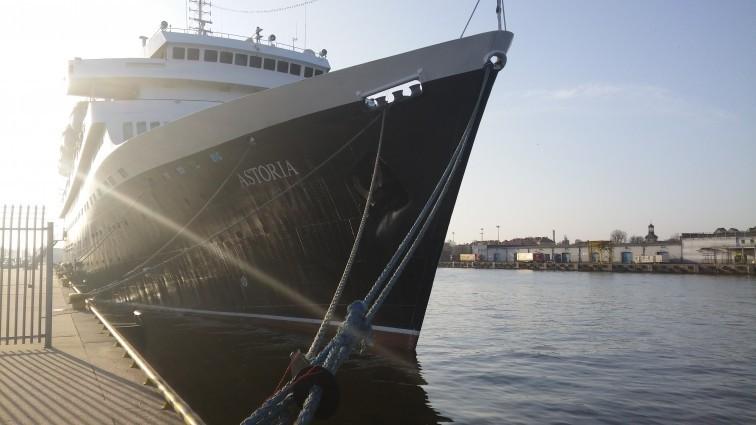 Port Gdańsk odwiedził najstarszy statek pasażerski na świecie - GospodarkaMorska.pl