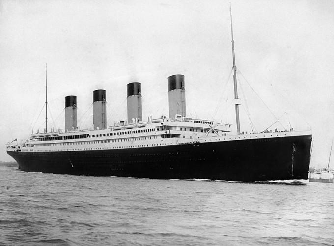 Piersiówka z wraku Titanica sprzedana za prawie 100 000 dolarów - GospodarkaMorska.pl