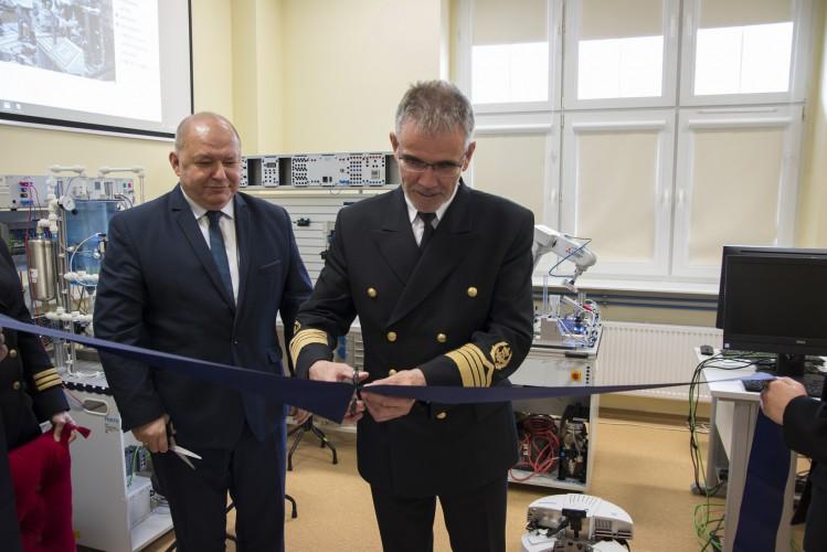 Innowacyjny sprzęt szkoleniowy dla kadry morskiej. Uniwersytet Morski w Gdyni zakończył projekt iMEN - GospodarkaMorska.pl