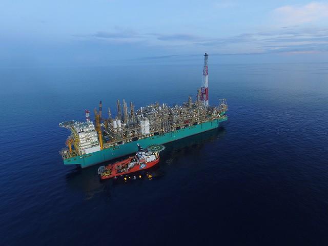 Pływający terminal LNG Petronasu rozpoczął produkcję w nowym miejscu - GospodarkaMorska.pl