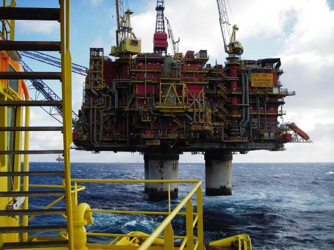 Norwegia: Po zderzeniu ze statkiem ewakuowano załogę platformy wiertniczej - GospodarkaMorska.pl
