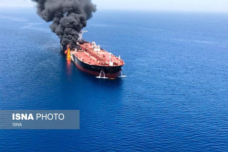 USA: Wojsko ma wideo pokazujące, jak siły Iranu usuwają niewybuch z jednego z tankowców - GospodarkaMorska.pl