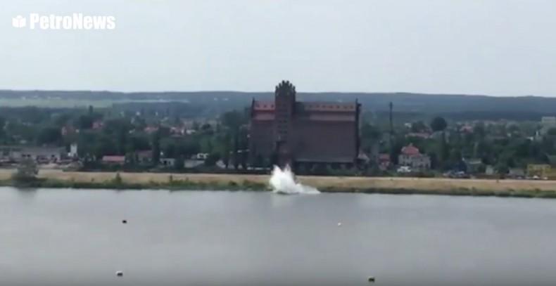 Samolot spadł do Wisły podczas pokazów lotniczych (wideo) - GospodarkaMorska.pl