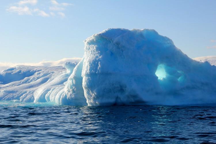 Grenlandia topnieje w rekordowym tempie. W ciągu jednego dnia straciła 2 mld t lodu - GospodarkaMorska.pl