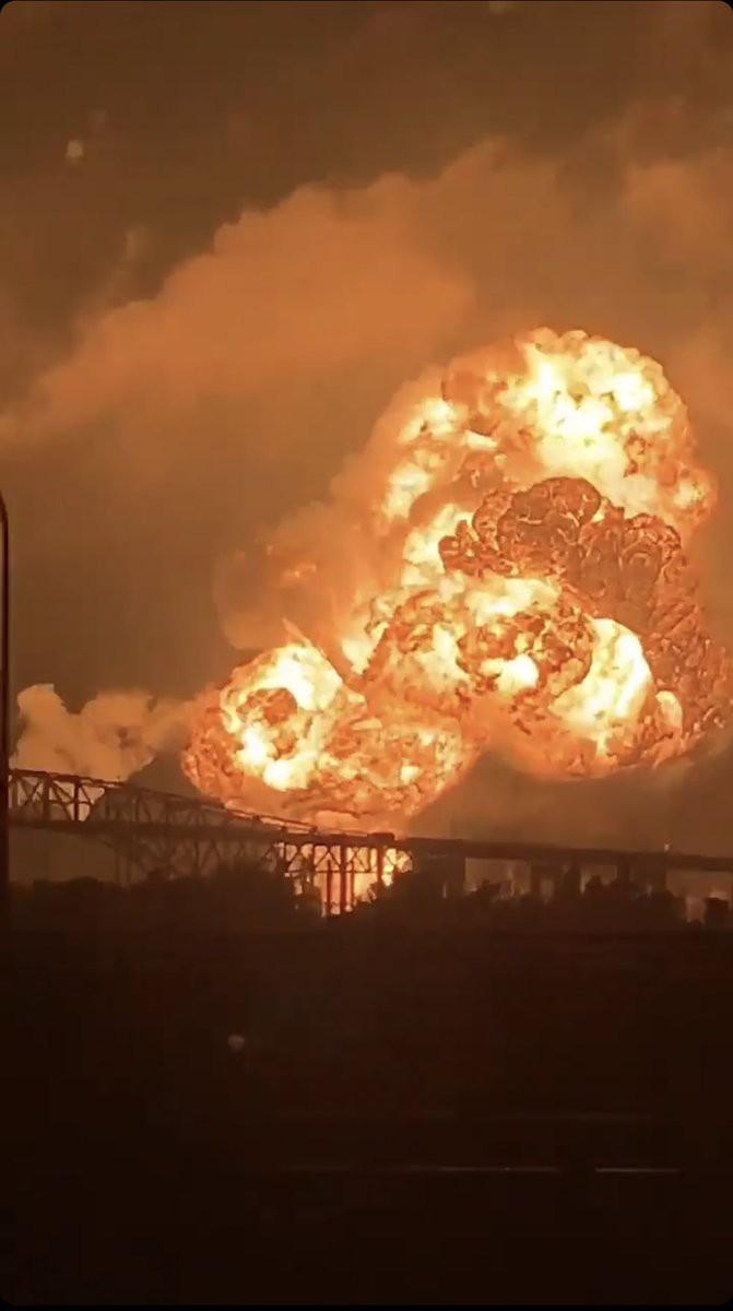 USA: Wielki pożar w najstarszej rafinerii na Wschodnim Wybrzeżu (wideo) - GospodarkaMorska.pl