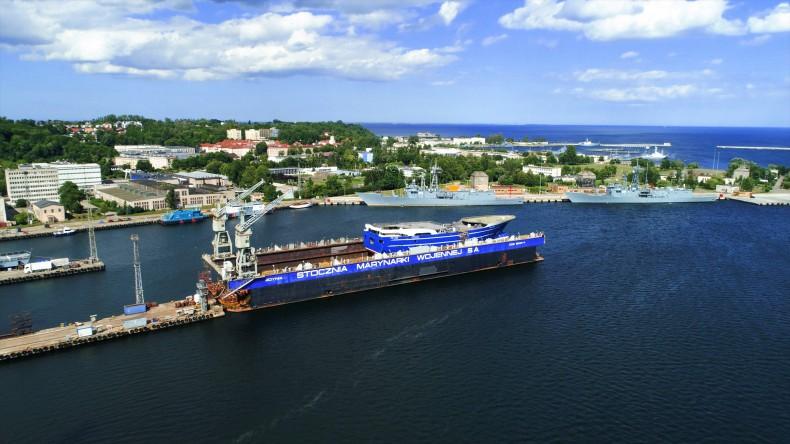 Pierwsze wodowanie w Karstensen Shipyard Poland (foto, wideo) - GospodarkaMorska.pl