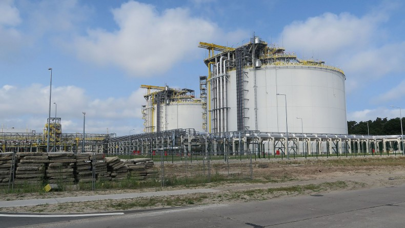 Sejmowa komisja energii poparła w I czytaniu zmianę specustawy terminalowej - GospodarkaMorska.pl