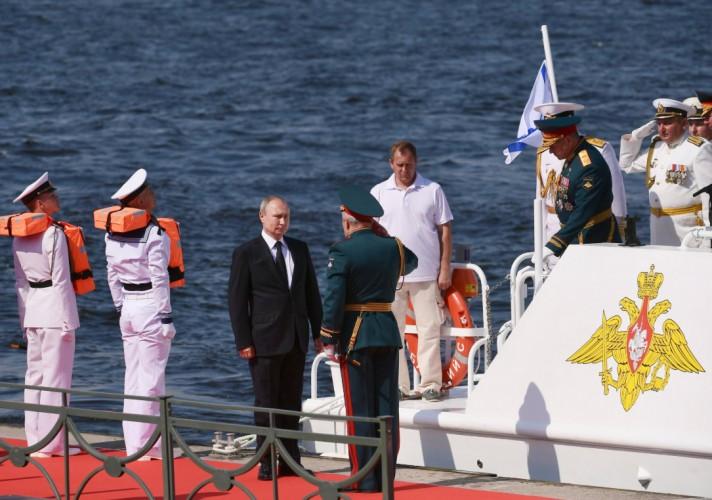 Putin w Petersburgu: marynarka wojenna Rosji odeprze każdy atak - GospodarkaMorska.pl
