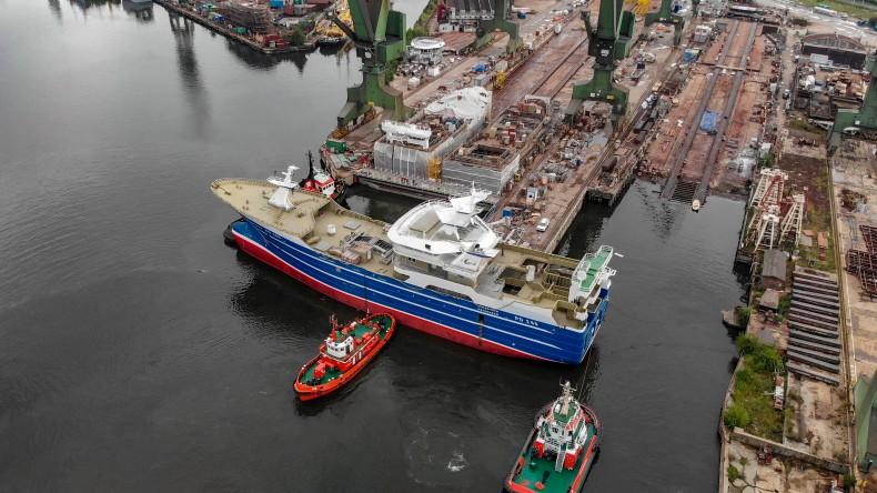 Lunar Bow – pierwszy częściowo wyposażony statek z Karstensen Shipyard Poland – w drodze do Danii (foto, wideo) - GospodarkaMorska.pl