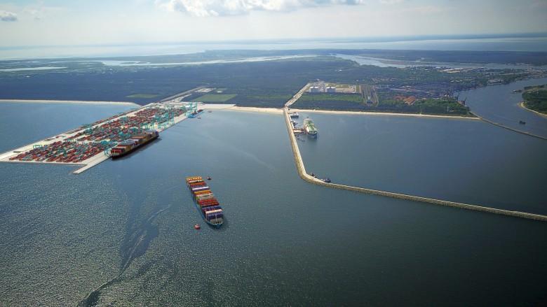 Terminal kontenerowy w Świnoujściu ma przyjmować statki o długości 400 m - GospodarkaMorska.pl