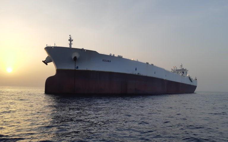 Trwają przygotowania przed wejściem IMO 2020. Tankowiec Euronavu przewozi potężny ładunek paliwa do bazy naftowej w Azji - GospodarkaMorska.pl