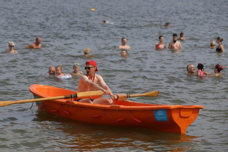 Spokój na plaży? Posłuchaj, co gdańscy ratownicy mówią o swojej pracy na ośmiu gdańskich kąpieliskach (wideo) - GospodarkaMorska.pl