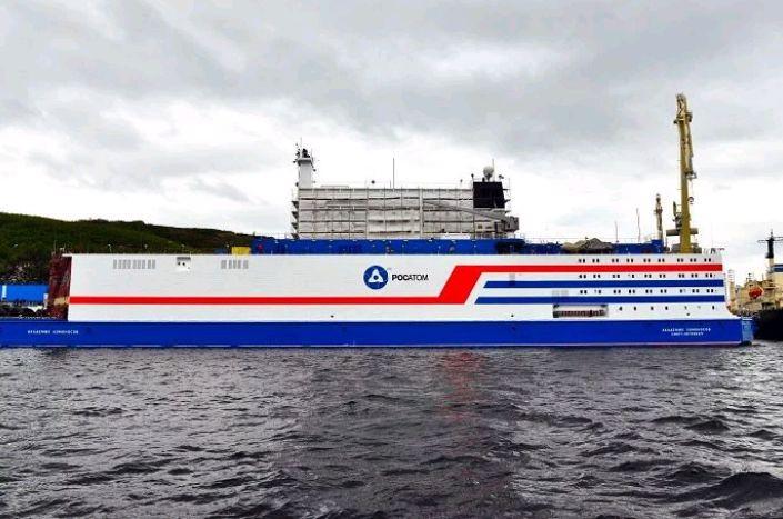 Najnowsza rosyjska pływająca elektrownia atomowa wyruszyła do Arktyki - GospodarkaMorska.pl